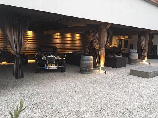 Ellezelles, Bélgica: Overdekte loungeruimte buiten