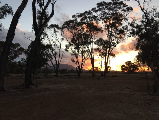 Amelup, ออสเตรเลีย: Sunset over the ranges