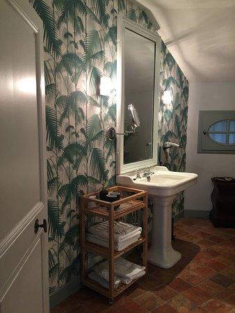 salle de bain de la chambre 1 papier peint tendance nature douche