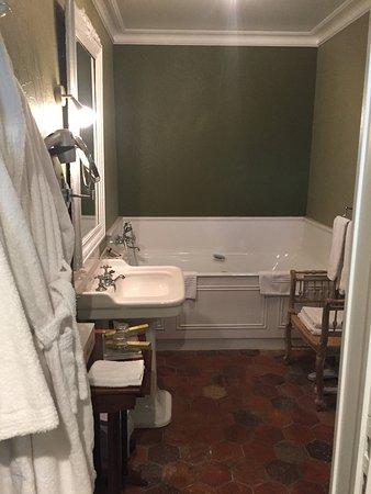 Baignoire, tomette, couleur nature pour la salle de bain de ...