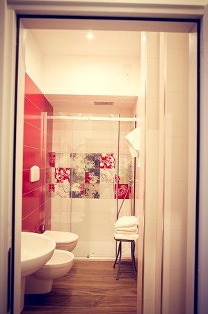 Nuovi bagni camere superior 2016 con le ceramiche Sant\' Agostino ...