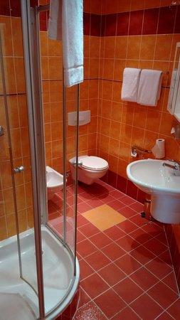 Hotel Metamorphis: Very Nice Bathroom With Shower (no Bath Tub), Toilet,