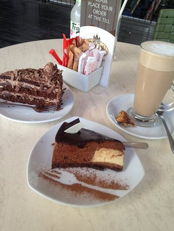 Centurion, Sydafrika: chocolate mousse cake,chocolate cake and chai latte