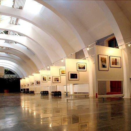 "Yevpatoriya: ВЫставочный зал галереи актуального искусства ""theHARASHO"""