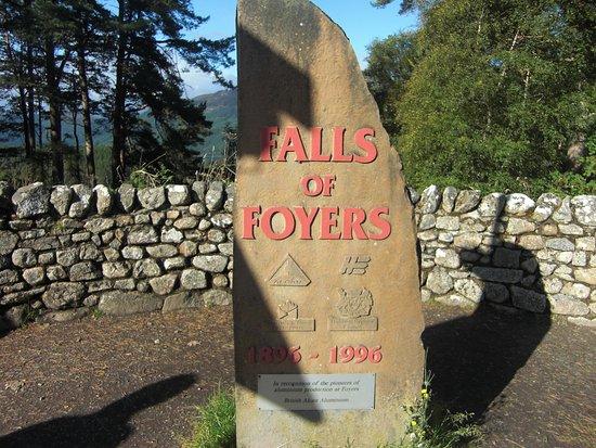 Foyers, UK: Road marker