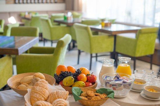 Villa Pinia: Ресторан/завтраки