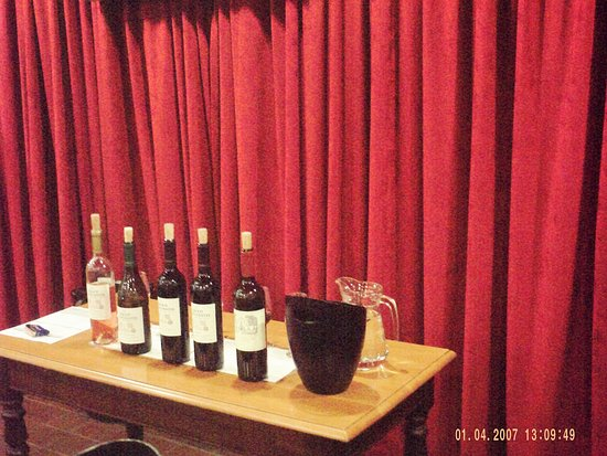 Constantia, Sydafrika: Variety of wines at tasting.
