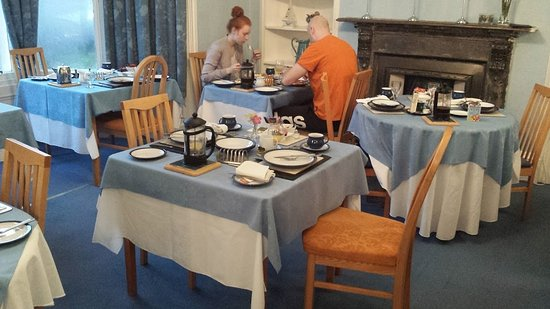 Crown Hotel Guesthouse: Uncleared tables surround lone guests in Crown Guest House 20161015_084852