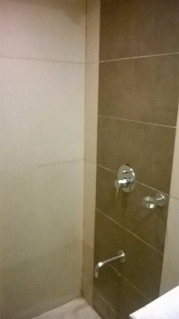 Nandhana Hometel: Shower Area
