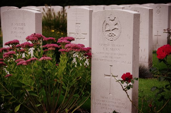 Oosterbeek, Belanda: J. R. Mann, aged 22 years. The flowers are beautifully cared for by the staff.