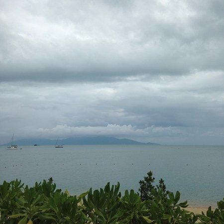 Bo Phut Resort & Spa: View from deck chair, beautiful even in rainy season.