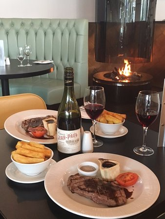 Berkhamsted, UK: Steak Night by the fire