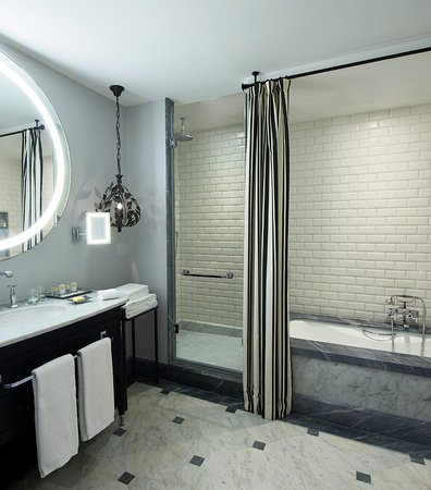 Hotel Maria Cristina, a Luxury Collection Hotel, San Sebastian: Standard Bathroom