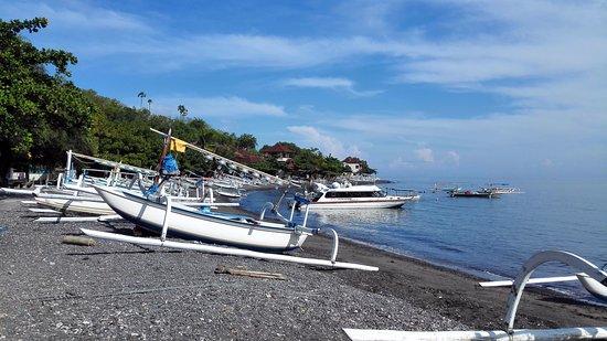 Matahari Tulamben Resort, Dive & SPA: plage de tulamben