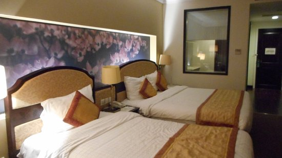 La Sapinette Hotel Dalat: two large beds