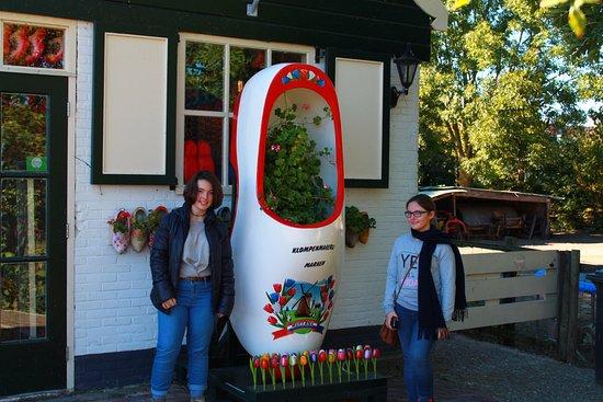 Marken, Nederland: Fabrica de Zuecos