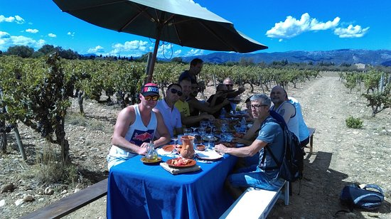 Binissalem, Spanyol: Comida en la viña / Lunch at vineyard