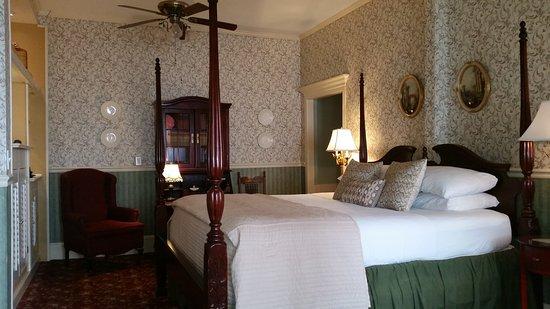 The Old Powder House Inn: 20161013_154218_large.jpg