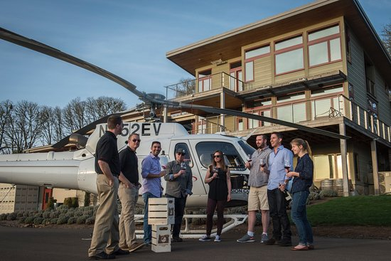 Dundee, OR: Wine country via helicopter