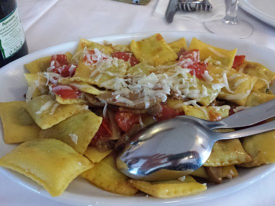 Poggio Berni, Italia: Ravioli con porcini pomodorini e fossa