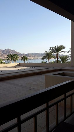InterContinental Aqaba Resort: View to the Beach from Family Room