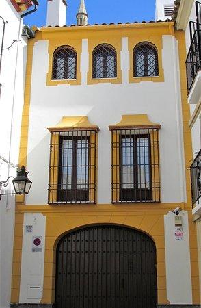 los Cinco Arcos: Face au restaurant Maison de la Concha