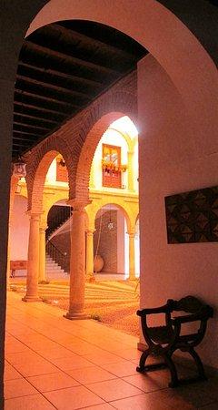 los Cinco Arcos: Patio, plaza de la Concha