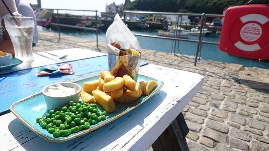 Porthleven, UK: Scampi and chips.