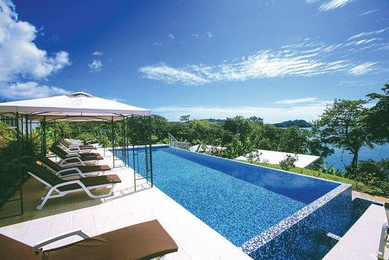 Upper infinity pool at Bocas del Mar (224014657)