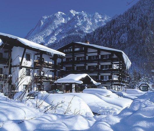 Brand, Austria: Hotel im Winter