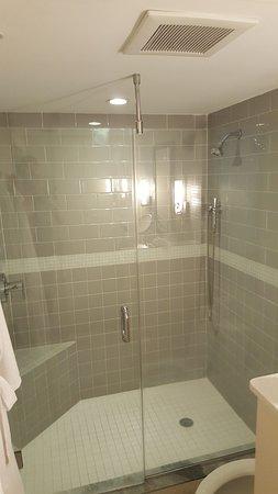 Orchid Key Inn: Nice Shower