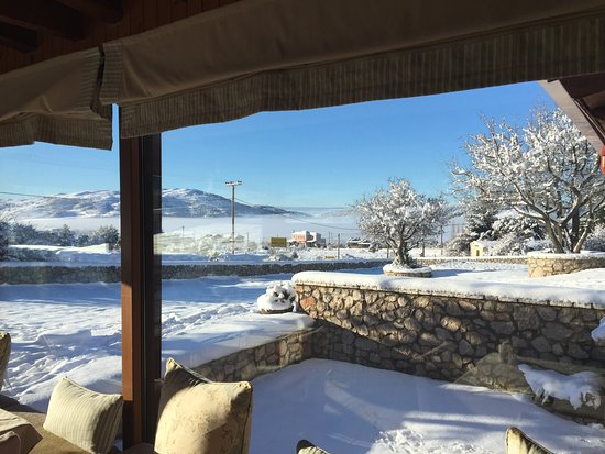Agiannorema Guesthouse: breakfast area with view