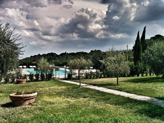 Castel San Gimignano, Italy: vista piscina