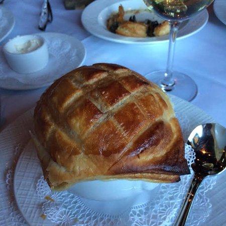 Skippack, PA: Bisque de Homard en Croûte.