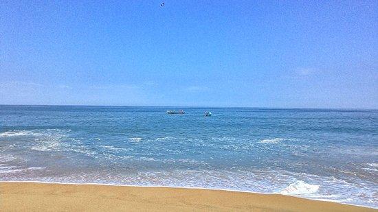 Ullal Beach: looking into the Arabian sea