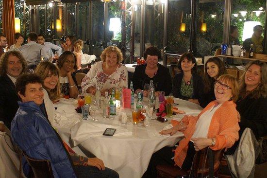 Neuilly-sur-Seine, Francia: Les 10 amis qui ont partagé ce repas