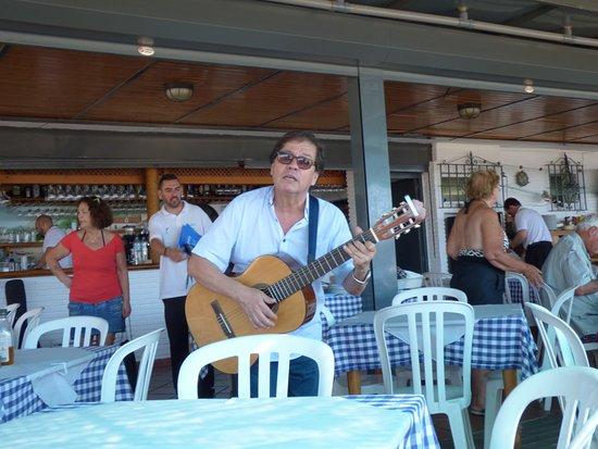 Chiringuito Pepes Bar : le guitariste