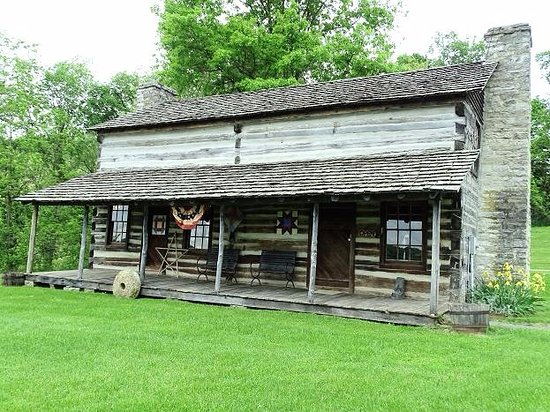 The Old Courthouse and Dickenson/Bundy Log House: dickerson bundy cabin/craft shop