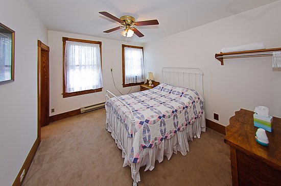 Hunter, NY: Room 4 Slide Mountaon Room sleeps 2