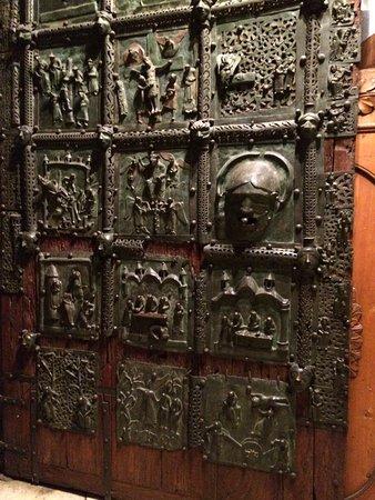 Basilica di San Zeno Maggiore: The old brass door.