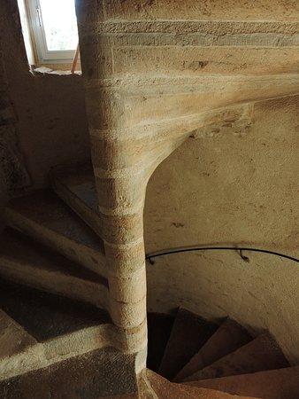 Le Clos Malo: L'escalier de pierre vers la chambre Santoline