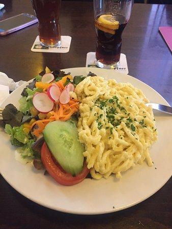 Bretten, Deutschland: So toll sind die Kässpätzle angerichtet