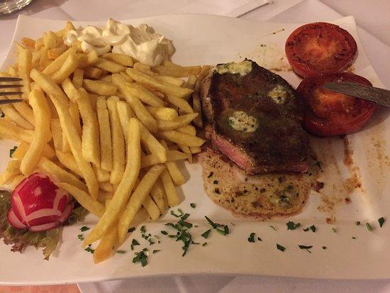 Heerlijke steak, mixed gril en zigeuner snitzel! - Bild von ...