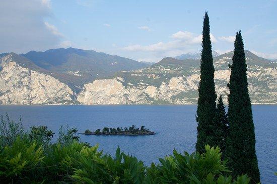Bellevue San Lorenzo: Blick vom Hotelgarten auf den Gardasee