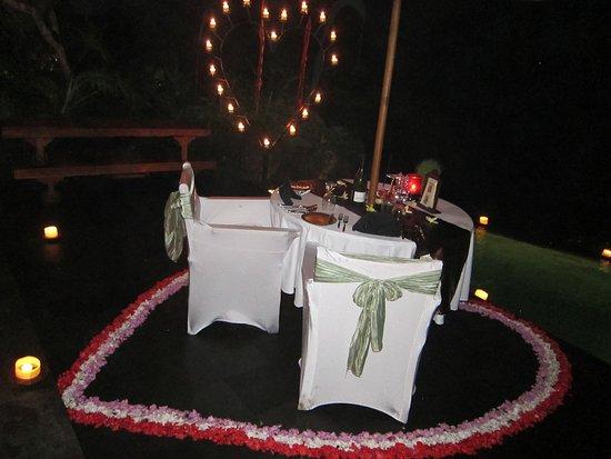 Bidadari Private Villas & Retreat: Amazing romantic dinner by our private pool!