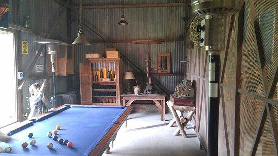 Brandsen, Argentina: Interior del Granero mesa de pool, estufa.