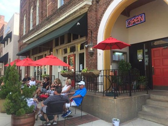 Risto's Place Food & Spirits: Patio seating