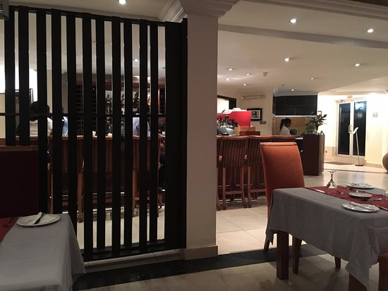 Westwood Hotel Ikoyi: View of the Bar from the Dining Room
