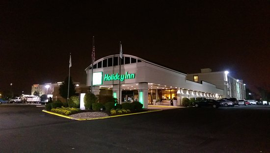 Holiday Inn South Plainfield - Piscataway: 飯店夜晚景觀