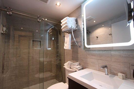 Chambre de luxe avec mur de pierre. - Photo de Hotel Le ...